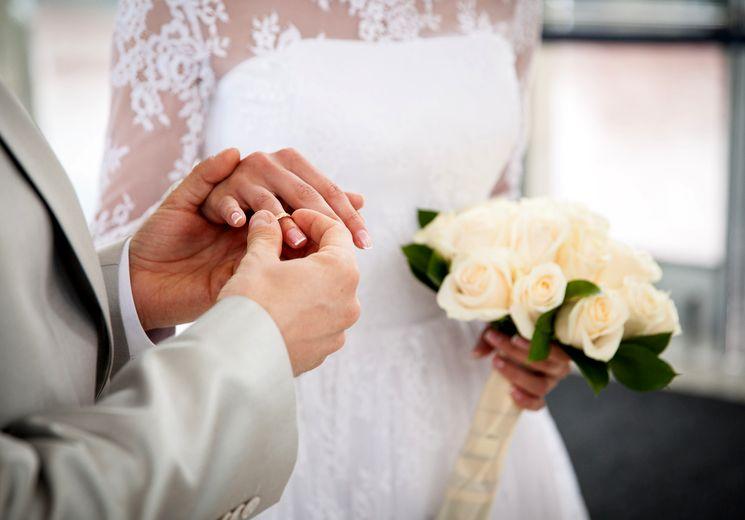Срок полной смены паспорта после регистрации замужества в 2019 году